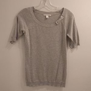 Banana Republic super flattering 52% silk top!